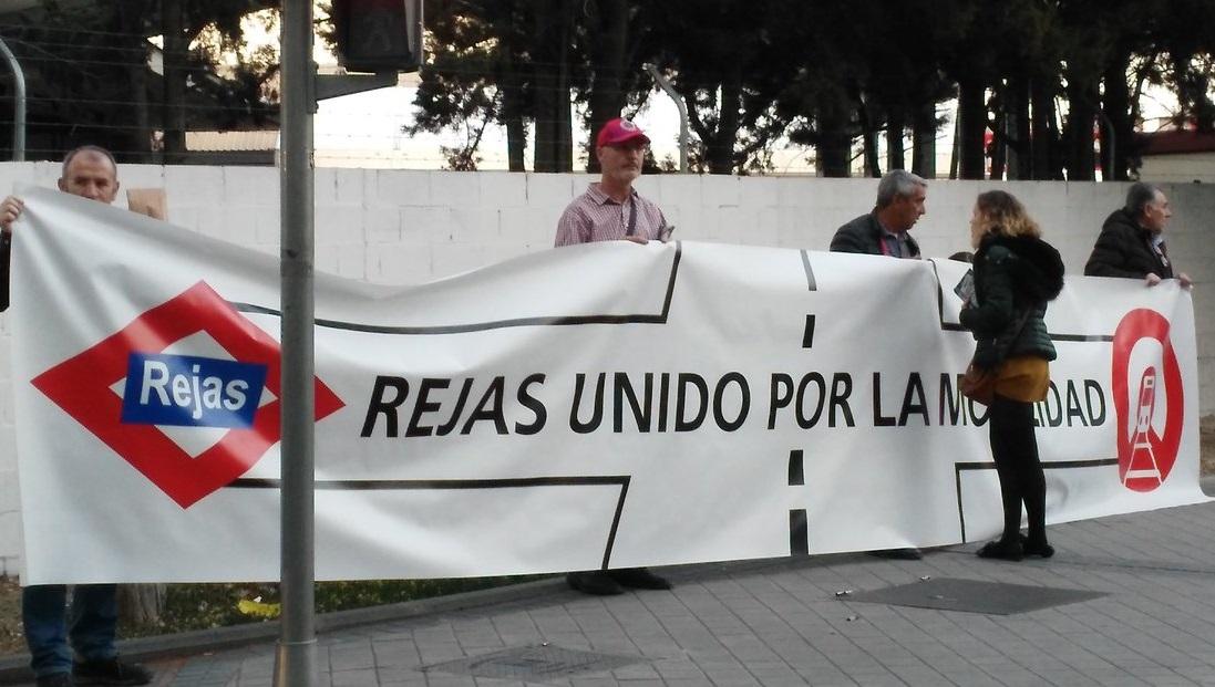 """""""Rejas SÍ, entre rejas NO"""": el barrio de Rejas exige un plan de movilidad que ponga fin a su aislamiento"""