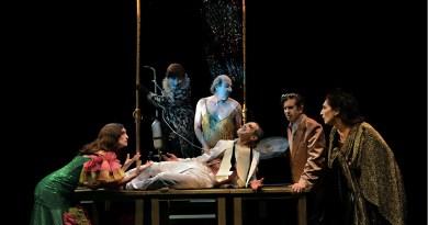 El esperpento de La Zaranda vuelve al Teatro Español con 'El desguace de las musas'