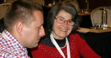 Charlotte Dravet se reúne en Madrid con familias con síndrome de Dravet para abordar los avances en investigación