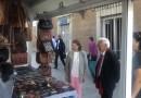 Loreto Sordo inaugura el mercadillo solidario de Mensajeros de la Paz en la plaza de la Moncloa