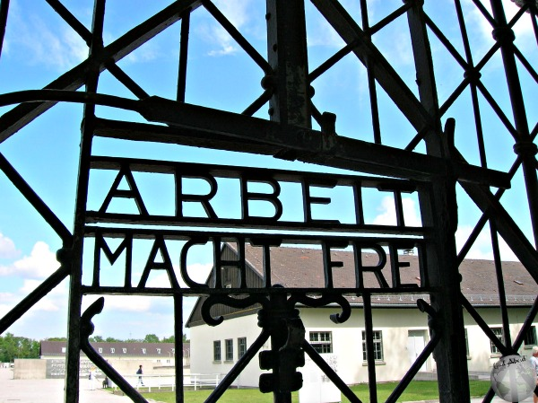 Dachau-Gate-work will se you free_2872366370096713974