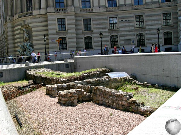 Ruins in front of Hofburg_2423818940096713974