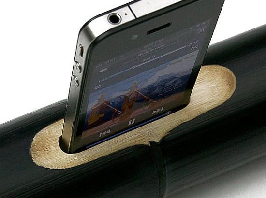 竹製の超省エコiPhoneスピーカーiBamboo!電源はずしてやったぜ、ワイルドだろう~!