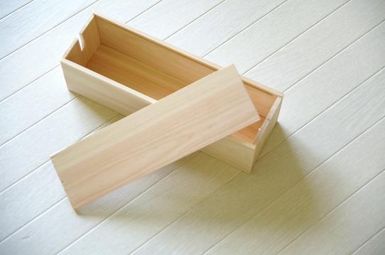100円ショップの素材でDIY(自作した)ケーブルボックス