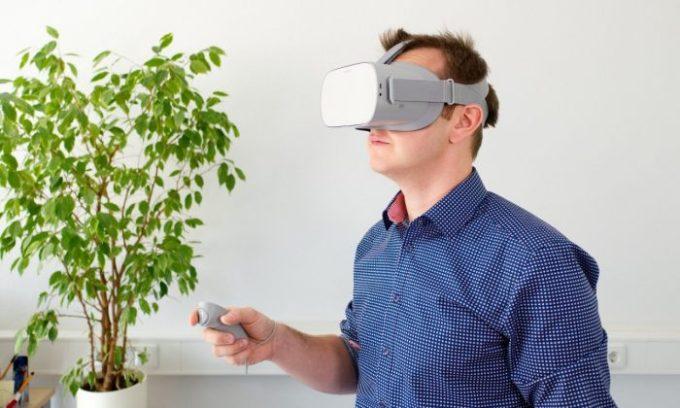 Bedanya AR dan VR - VR Headset
