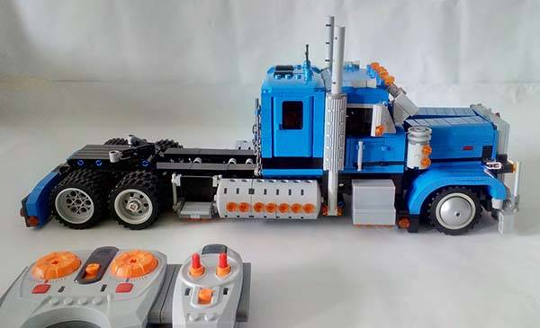 Peterbilt 389 RC LEGO Truck Gadgetsin