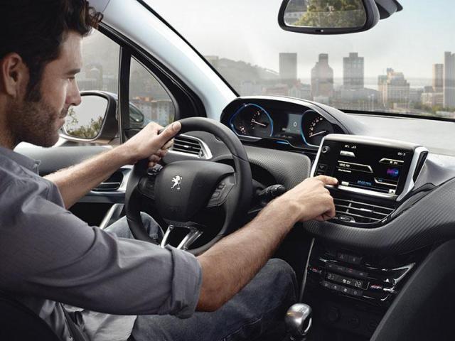 2015-Peugeot-2008_006_FR