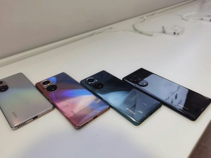 Photo gallery of the day: Honor 50 and Honor 50 Pro in all unusual colors on live photos