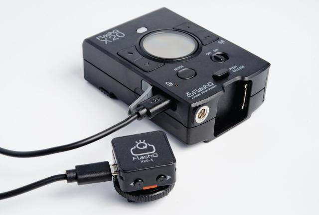 LightPix Labs FlashQ x20 flash for Sony cameras complete with transmitter