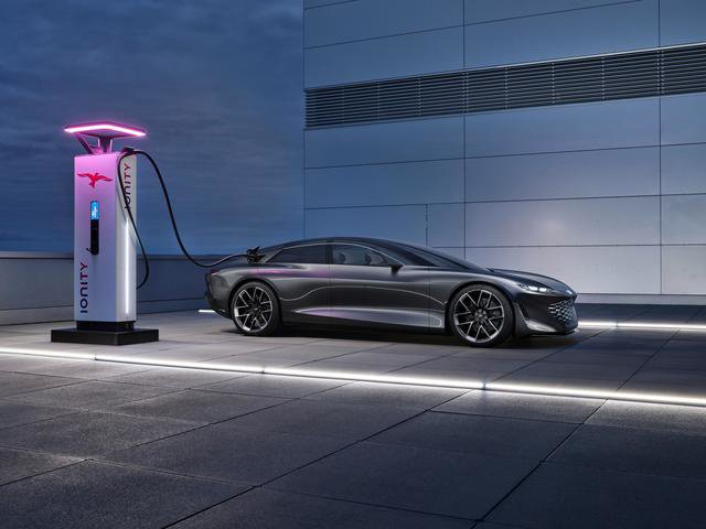 720 hp, 750 km cruising range, natural materials and pots in the cabin.  Audi unveils Grandsphere luxury electric sedan - the prototype of the electric A8