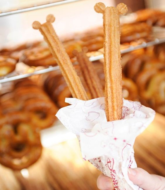 maple-churros-mickey-mouse
