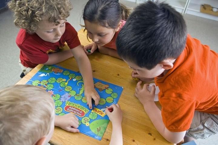 Kinder spielen gemeinsam | © panthermedia.net /darko64