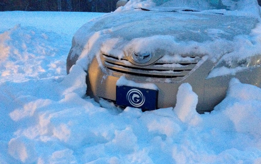 Nova Scotia Gaelic decorative license plates (front license plate on a snow-covered car