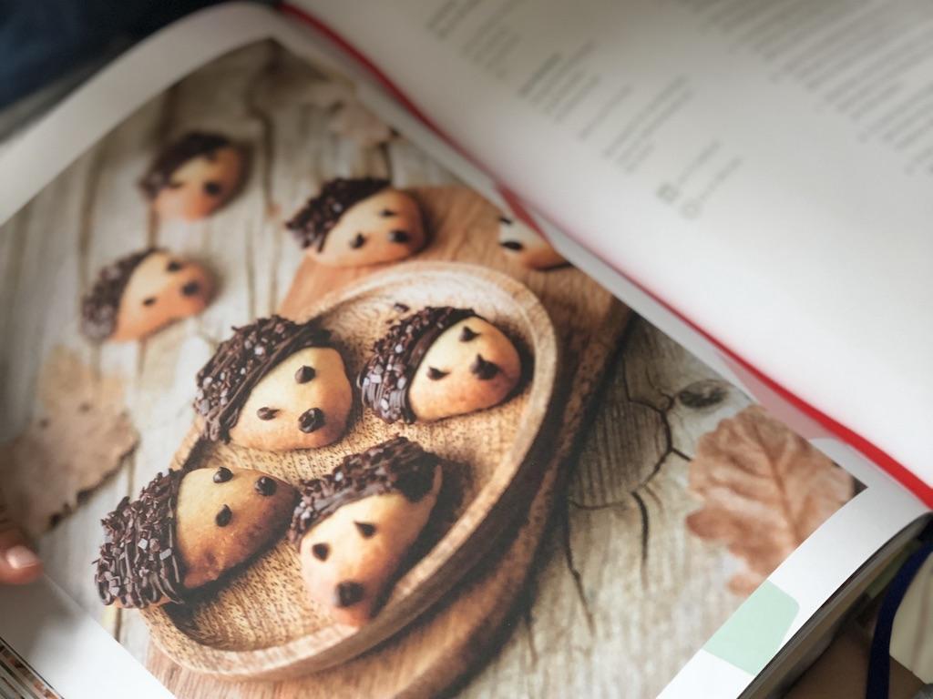 """Das Buch """"Kinder backen mit Christina"""" ist nicht nur eine """"einfache"""" Rezeptesammlung mit tollen saisonalen Backideen für Groß und Klein,"""