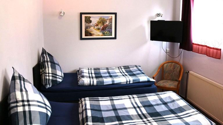 loft-apartment-doppelzimmer-boxspringbetten-ruhig