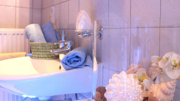 terrassen-apartment-badezimmer-dusche