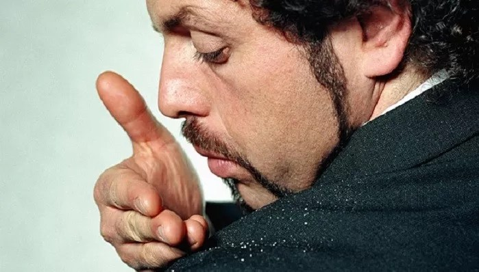 A Man's Guide to Overcoming Dandruff
