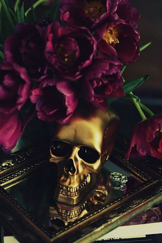 skull flowers decor halloween table gold