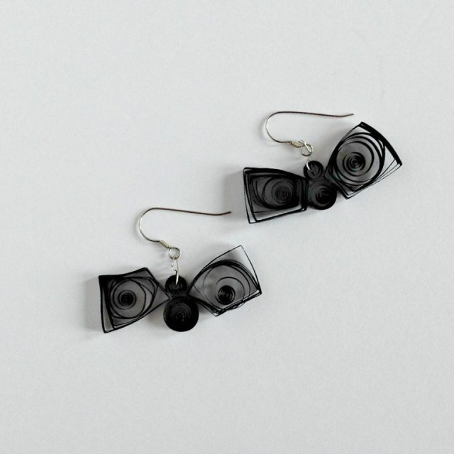 Check out these Hallowe'en Black Bat Earrings, Day 5 of the #12DaysOf Hallowe'en Crafts and Recipes @ GagenGirls.com