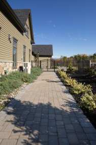 Colonial Cobble Fieldstone Blend w/ Granite Hill Blend Border