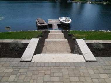 Colonial Cobble Fieldstone Blend w/ Hollandstone Charcoal Border
