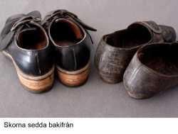 064_skorna_sedda_bakifrån
