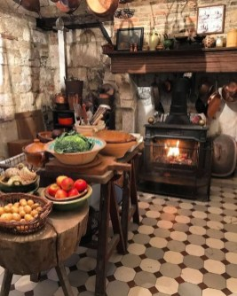 Affordable English Country Kitchen Decor Ideas 07