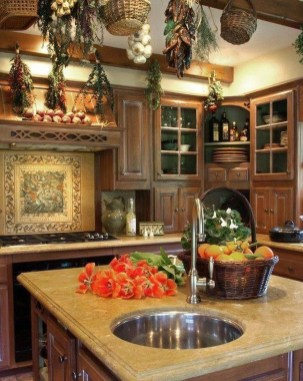 Affordable English Country Kitchen Decor Ideas 29