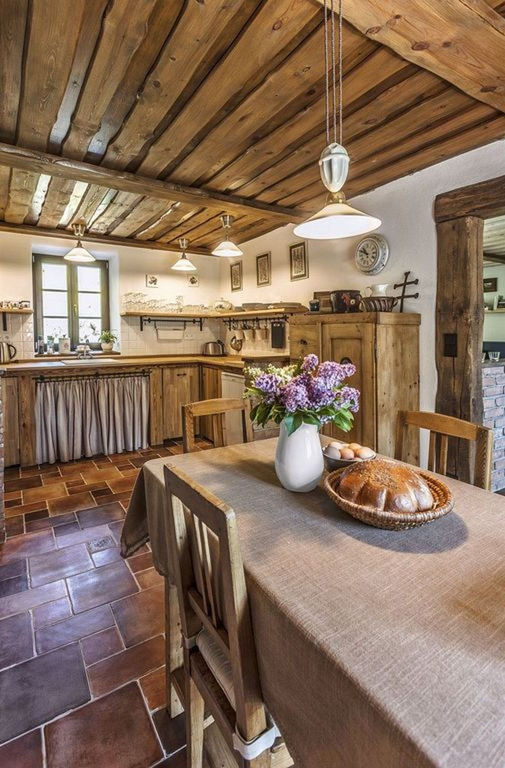 20+ Affordable English Country Kitchen Decor Ideas - GAGOHOME