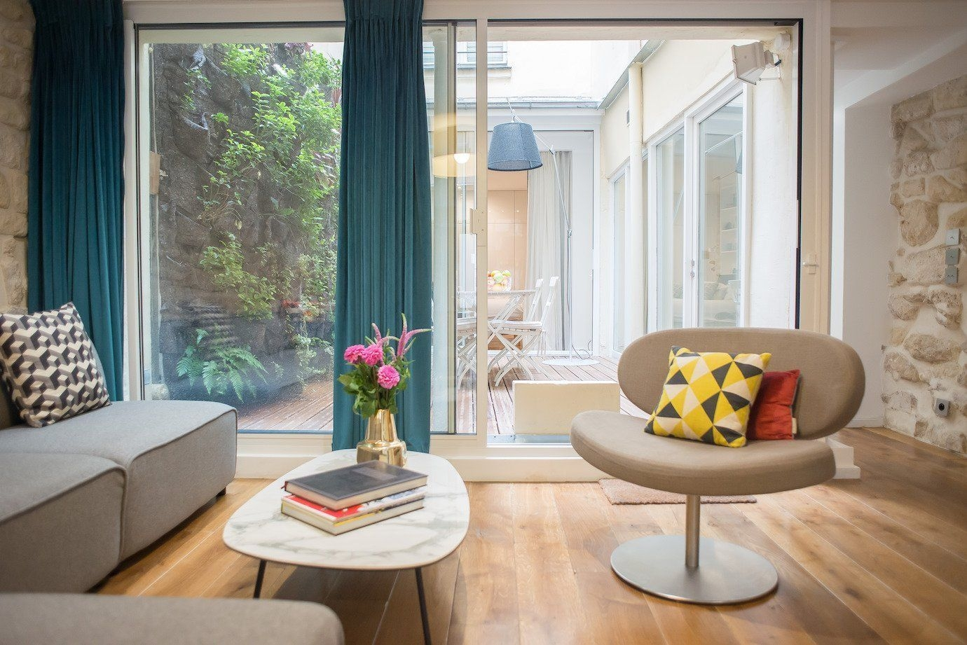 Astonishing Rental Apartment Decorating Ideas 09