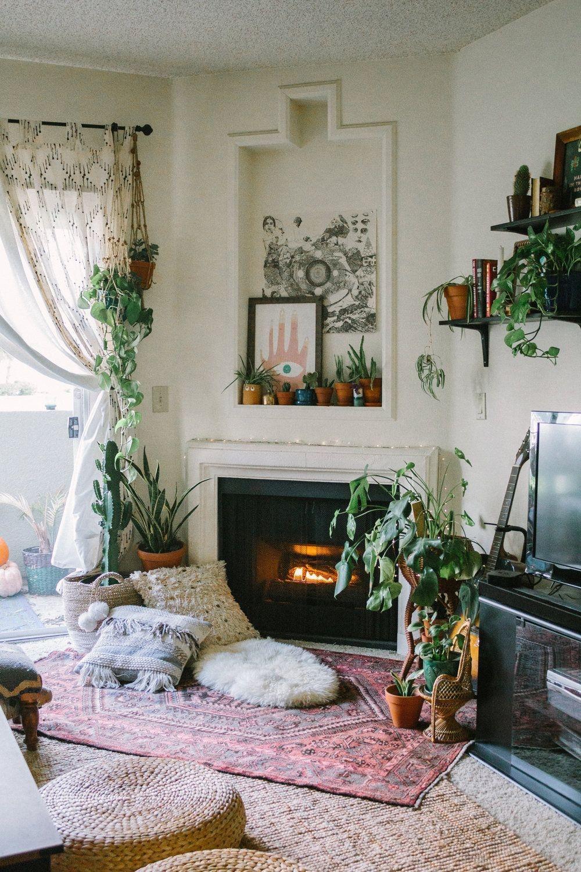 Astonishing Rental Apartment Decorating Ideas 32