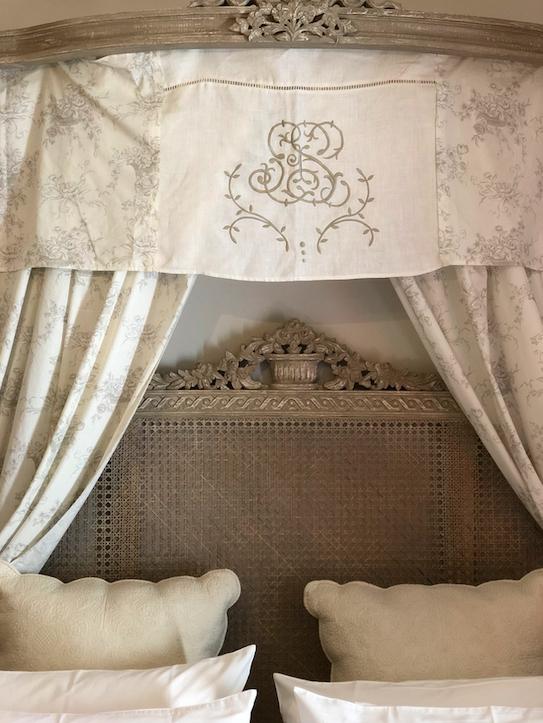 Astonishing Rental Apartment Decorating Ideas 38