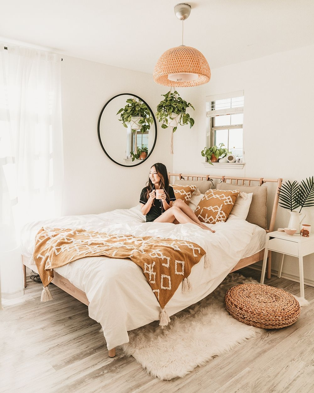 Catchy Bedroom Ideas That Will Make You Cozy 23