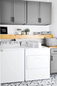 Cozy Laundry Room Storage Design Ideas 04