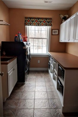 Cozy Laundry Room Storage Design Ideas 17