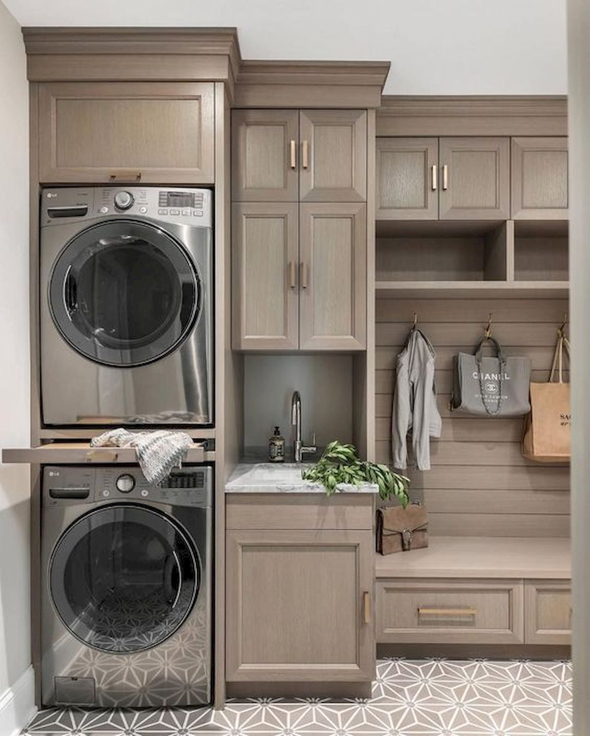 Cozy Laundry Room Storage Design Ideas 23