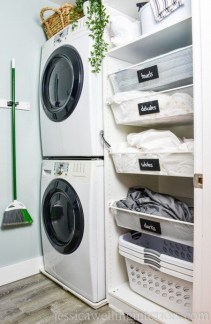 Cozy Laundry Room Storage Design Ideas 41