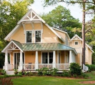 Incredible Farmhouse Exterior Ideas With Metal Roof 18