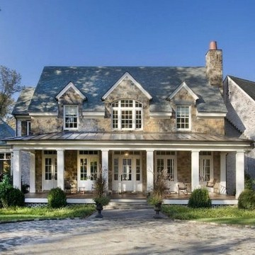 Incredible Farmhouse Exterior Ideas With Metal Roof 21