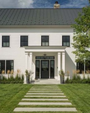 Incredible Farmhouse Exterior Ideas With Metal Roof 22