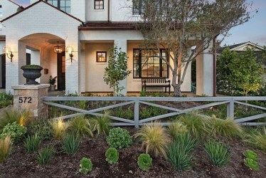 Wonderful Front Yard Ideas With Contemporary Fence 25