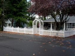 Wonderful Front Yard Ideas With Contemporary Fence 30