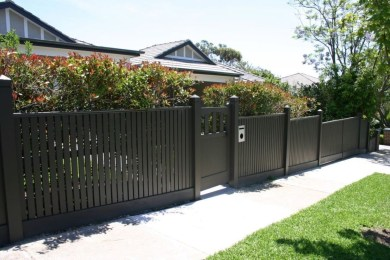 Wonderful Front Yard Ideas With Contemporary Fence 33