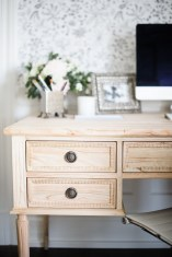 Creative Farmhouse Desk Ideas For The Home Office To Try 39