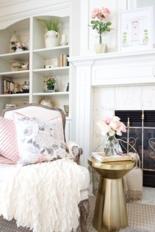Unique Summer Mantel Decorating Ideas To Try 22