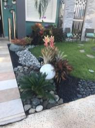 Newest Green Grass Design Ideas For Front Yard Garden 18