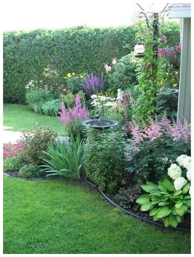 Pretty Front Yard Landscaping Design Ideas For You 11