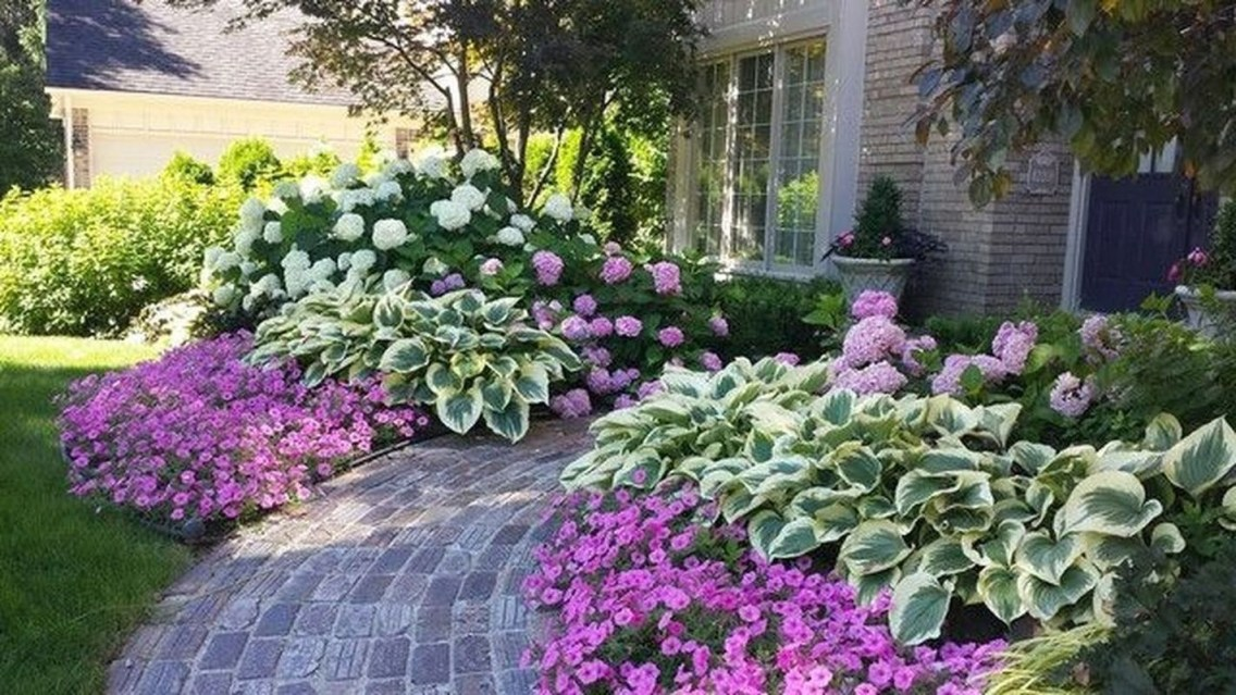 Pretty Front Yard Landscaping Design Ideas For You 40