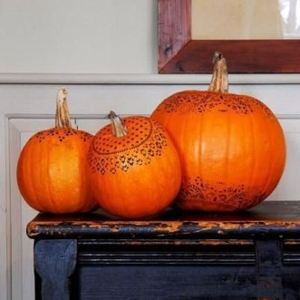 Admiring White And Orange Pumpkin Centerpieces Ideas For Halloween 01