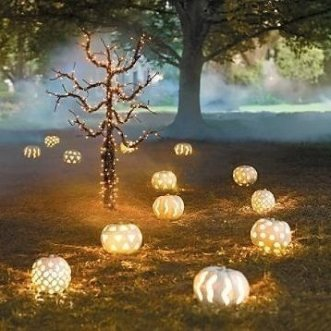 Admiring White And Orange Pumpkin Centerpieces Ideas For Halloween 03